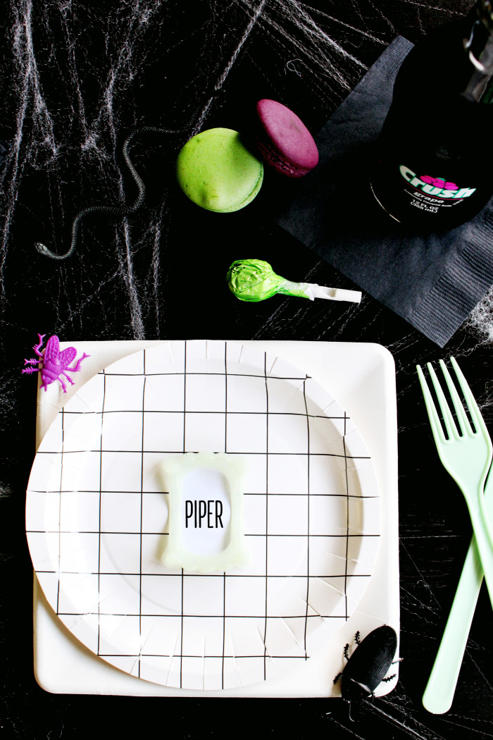Clever little vampire teeth placecards via ajoyfulriot.com @ajoyfulriot 5