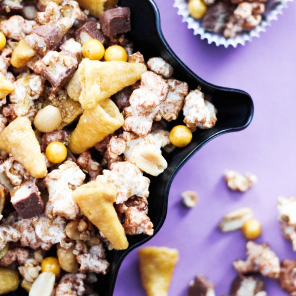 Salty N' Sweet Grammy Snack Mix with SkinnyPop + Grammy Party Inspiration (and Free Printables!)