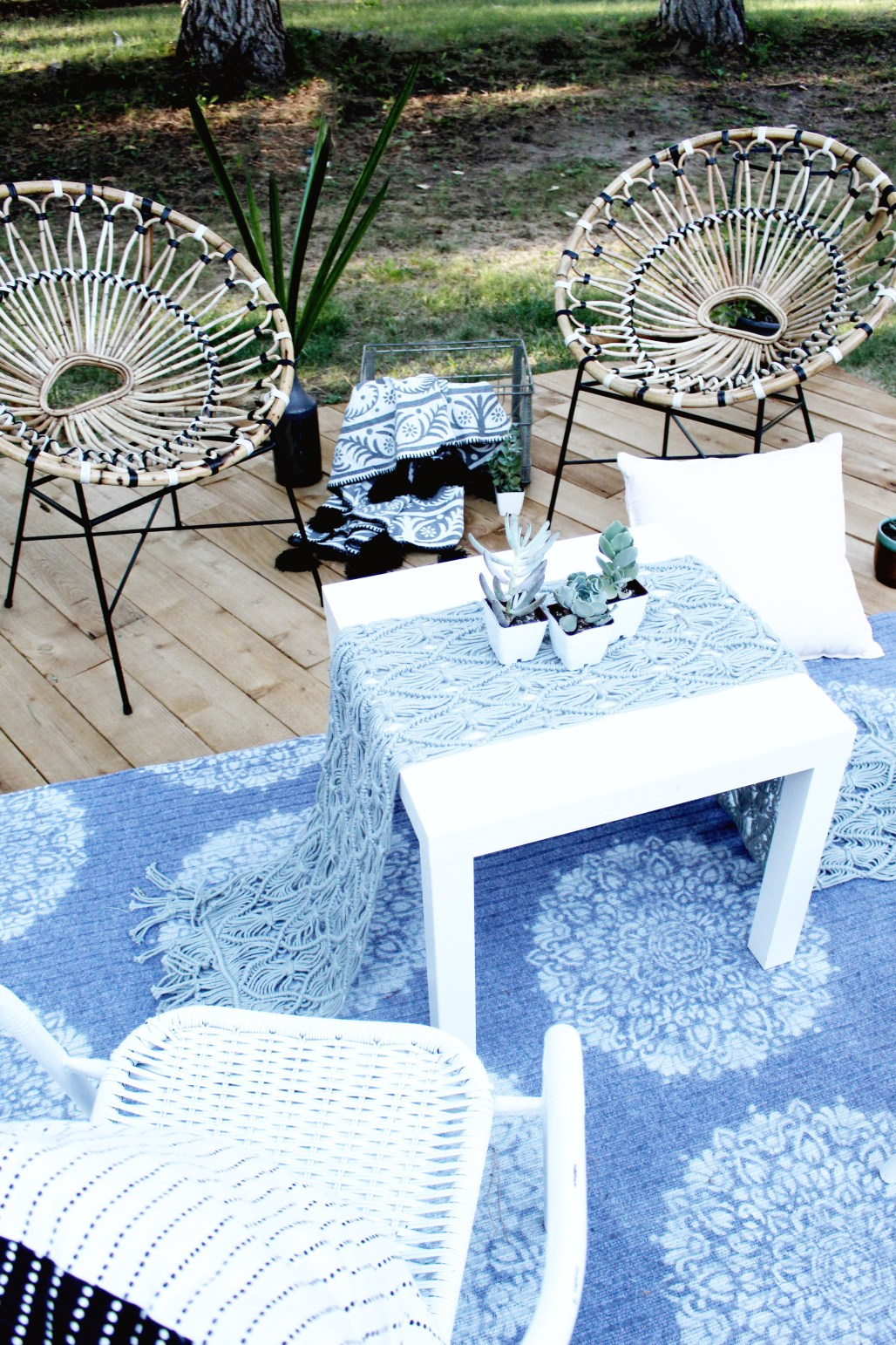 DIY Outdoor Seating Area With Article Furniture Daisy Lounge Chair