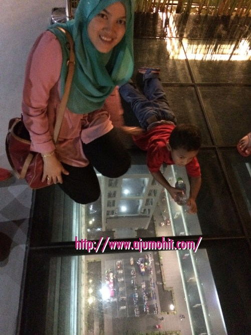Lantai Kaca Skypark One City