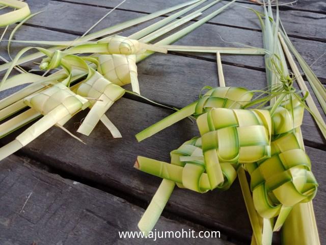 anyam ketupat daun kepala