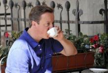 صورة نادلة تؤنب رئيس الوزراء البريطاني وتطالبه بانتظار دوره