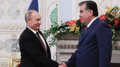 صورة بوتين يوقع في طاجيكستان اتفاقا يمدد وجود القاعدة الروسية ثلاثين عاما