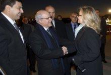 صورة وصول كلينتون الى الجزائر لبحث مسألتي مالي والقاعدة