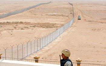 صورة إجراءات مشددة على الحدود العراقية السورية لمنع عبور المسلحين