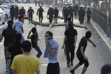 صورة شرطة البحرين تفرق آلاف المتظاهرين الشيعة