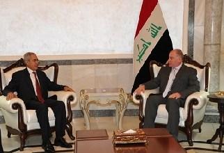 صورة النجيفي والسفير ناجي شلغم يبحثان دور بعثة جامعة الدول العربية لدى العراق والازمة بين المركز والاقليم