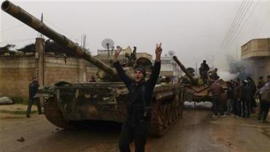 صورة مقاتلو المعارضة يقولون إنهم سيطروا على بلدات بمحافظة حماة في وسط سوريا