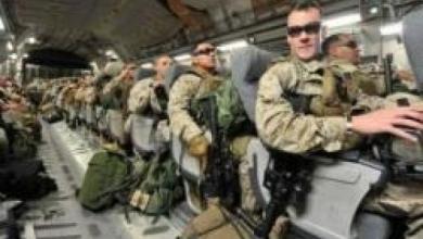 صورة كلينتون تأمر بإرسال مئات المارينز لحماية السفارات الأمريكية