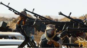 صورة رئيس وزراء ليبيا يطالب بمساعدة أجنبية لوقف انتشار الأسلحة في بلاده