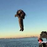 لأول مرة شخص يقلع في حقيبة نفاثة في سماء امريكا