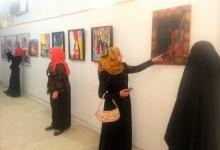 صورة شابات عراقيات يتحدنَ العادات والتقاليد بلوحاتهنَ الفنية