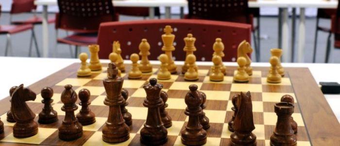 الحجاب عائق امام بطلات العالم للشطرنج اثناء مشاركتهن ببطولة العالم في ايران