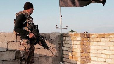 صورة رفع العلم العراقي فوق قرية السلامية شرق الموصل