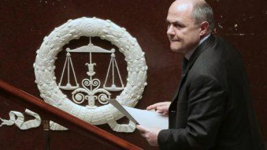 صورة استقالة وزير الداخلية الفرنسي على خلفية فضيحة سياسية