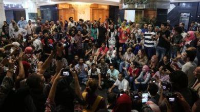 """صورة قوات الأمن المصرية """"تفض"""" احتجاجا لصحفيين ضد اتفاقية """"تيران وصنافير"""""""