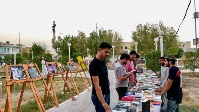 صورة ذي قار:شبان ركنوا شهاداتهم على رفوف الانتظار وشرعوا بصناعة الشارع الثقافي