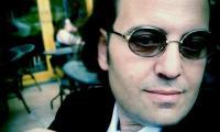 إعذِروهُ فإنه فَنّانُ..للشاعر ناجي مخ من لبنان