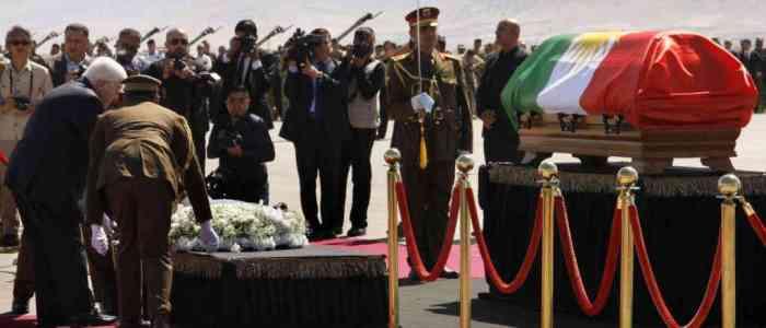 لف بعلم كردستان ، تشييع جثمان طالباني بحضور ممثلين عن بغداد