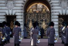 صورة للمرة الأولى منذ 357 تغيير الحرس خارج قصر باكنغهام