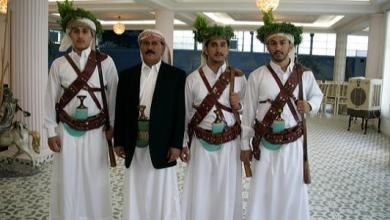 صورة مواقع التواصل تنشر صور لأبناء علي عبد الله صالح في قبضة الحوثيين بصنعاء