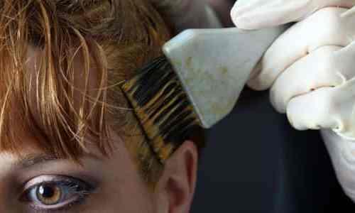 مكونات طبيعية لتفتيح لون شعركِ في المنزل.. جربيها