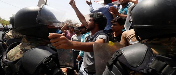 حقوق الانسان تطالب بتحقيق فوري بمقتل متظاهر في البصرة على يد القوات الامنية
