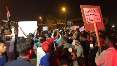 صورة استمرار التظاهرات الليلية المطالبة بالخدمات في محافظة البصرة
