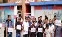 العشرات من الأجراء والمتعاقدين ينظمون تظاهرة أمام مبنى صحة المثنى