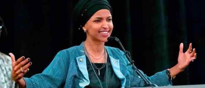 إلهان عمر.. أول محجبة تدخل الكونغرس الأميركي