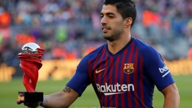 صورة بالصور: سواريز يحتفل بجائزة لاعب الشهر في الليجا