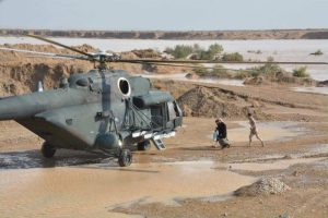 طيران الجيش ينقذ عائلات محاصرة بالسيول في واسط