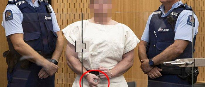 إلى من أرسل سفاح نيوزيلاندا الإشارة السرية من داخل المحكمة؟