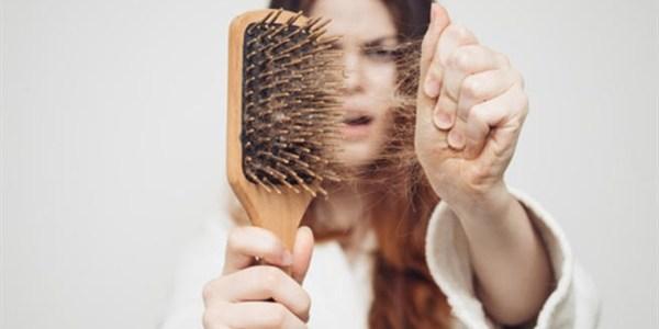 6 نصائح لعلاج مشكلة تساقط الشعر بعد الولادة