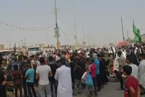 بالصور.. أنصار المحافظ المقال زهير الشعلان يحتجون على طريقتهم الخاصة