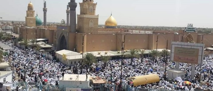 بعد رفضه اغلاق المراقد والمساجد ..الصدر يدعو اتباعه للصلاة في المنازل  !