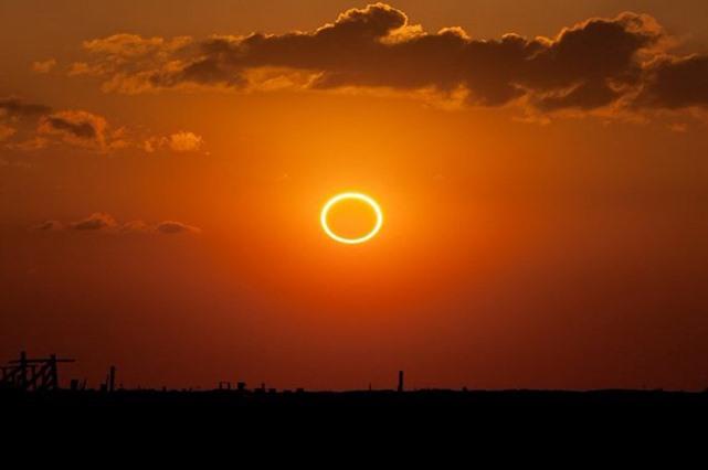 صورة حدث مثير..سماء العراق على موعد كسوف الشمس الحلقي غدا