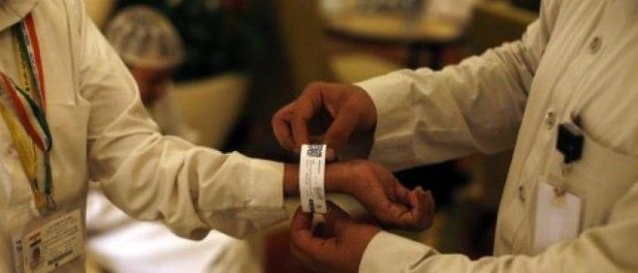 السعودية : حج استثنائي وإلزام ضيوف الرحمن بارتداء الأساور الإلكترونية لتطبيق العزل المنزلي