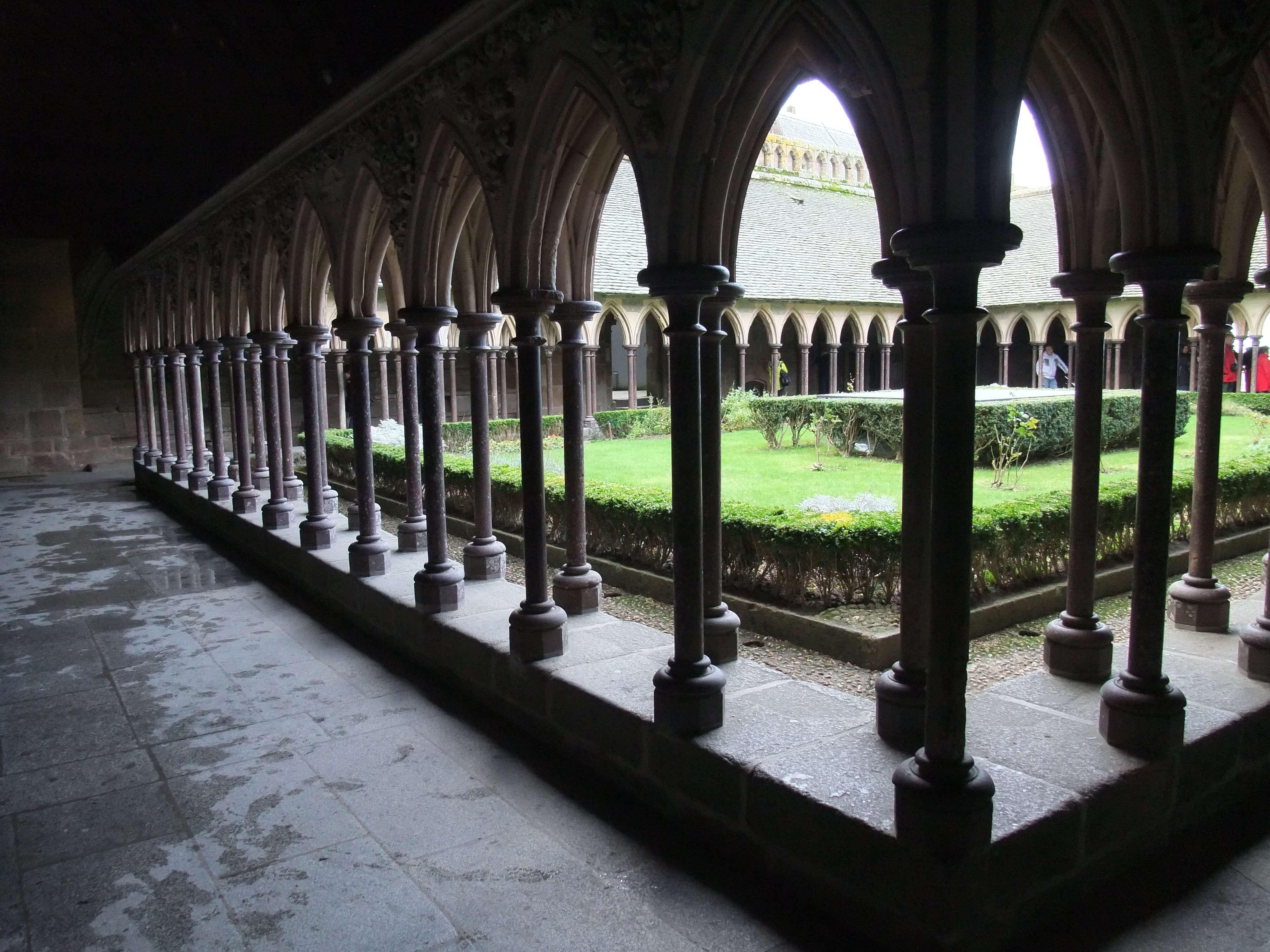 モンサンミッシェル旅行記2(修道院見学や名物オムレツなど島内の観光について)