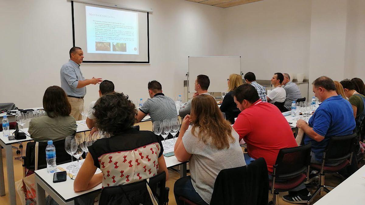 El Curso de Formador en Cava se consolida como referente | AkataVino Magazine