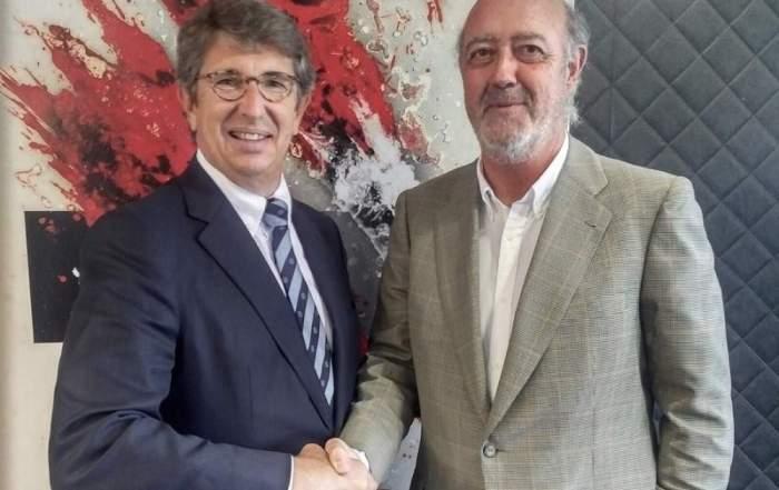 Javier Suqué, reponsable del sector vitivinícola en el Grupo Peralada, y Julián Chivite, presidente de Bodegas Chivite