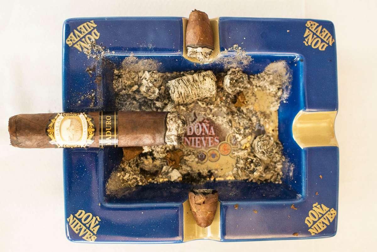 Presentacion Cigarros Puros El Galan Doña Nieves de Felix A Mesa © 10.0 Cigars (35)