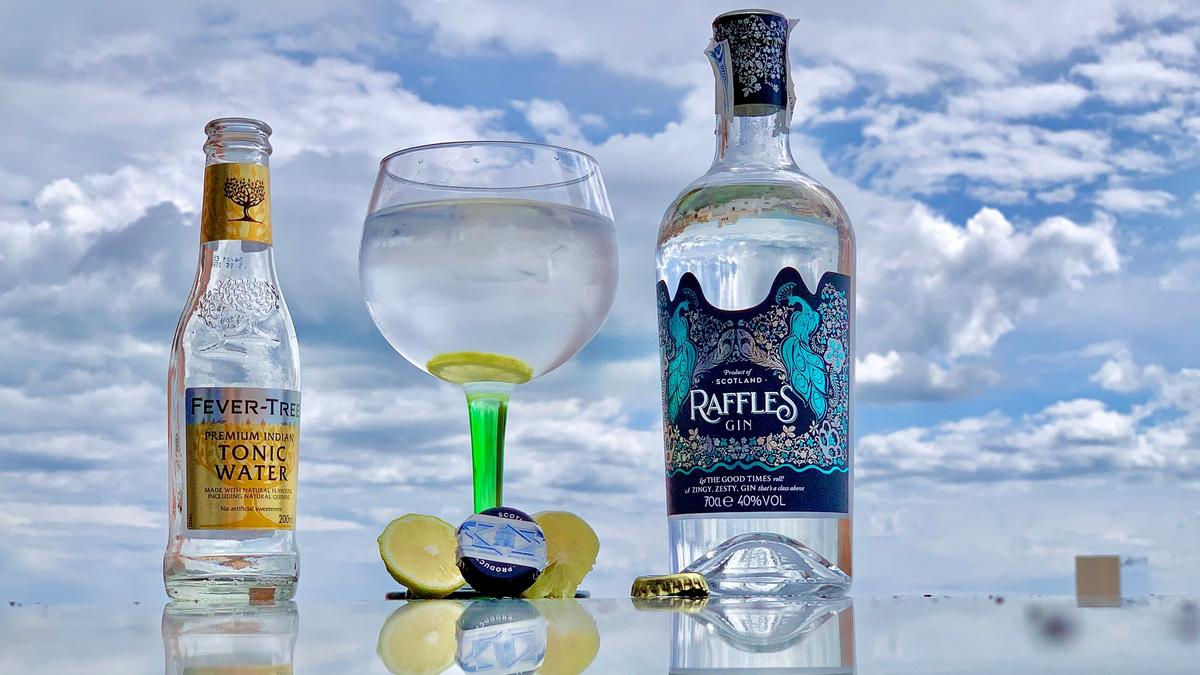 Raffles London Dry Gin estrena imagen | AkataVino Magazine
