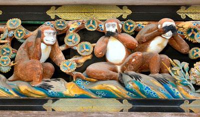 800px-Three_Wise_Monkeys_Tosho-gu_Shrine.jpg