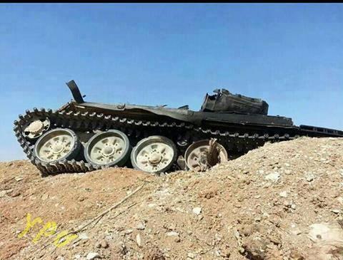 Char de l'EI détruit par les YPG. Photo prise sur le front de Kobanê le 17/09/14.
