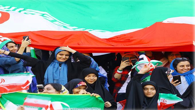 زنان در ورزشگاه آزادی