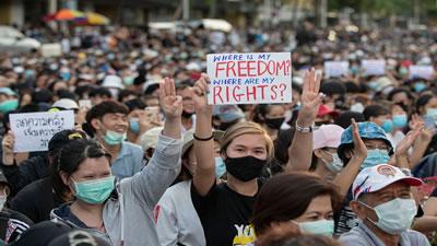 دموکراسی و مبارزه طبقاتی: تظاهرات توده ای تایلند را به لرزه درآورده است- مایک واتم، برگردان: پریسا امجدی