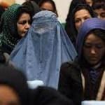 عطیه مهربان فعال حقوق زنان در افغانستان: زنان در مقابل طالبان عقب نشینی نمیکنند