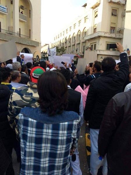 طَرابلس تَنتفض ضِدَّ الميليشيات وتَدعو القوات المُسلحة لإِنهاء وجودها