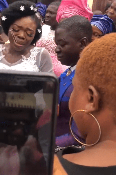 Nigerian lady got surprised by her mother on wedding day